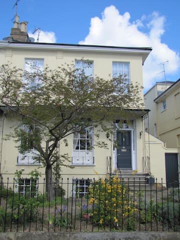 Two bedroom apartment in Regency Pitville - Cheltenham - Huoneisto