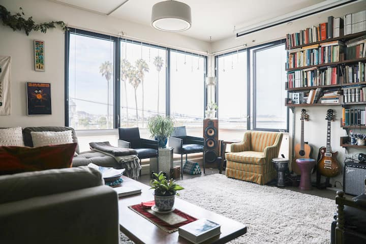 2-Bed Beautifully Furnished, SF Skyline/Bay, Quiet