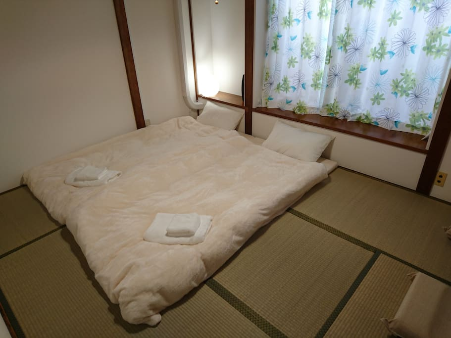 Room and futon of pure Japanese style 純日本文化の和室(シンプル・ザ・ベスト)
