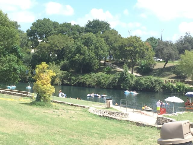 Comal River Private Access! Downtown!