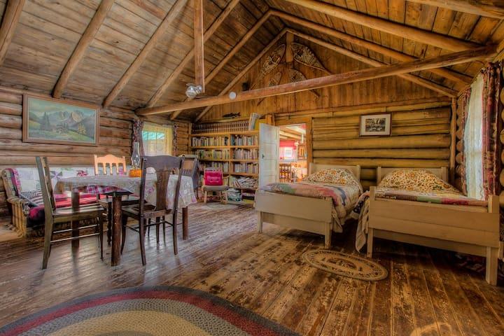 Historic Off-Grid Lodge on Spencer Pond - Beaver Cove - Chalet