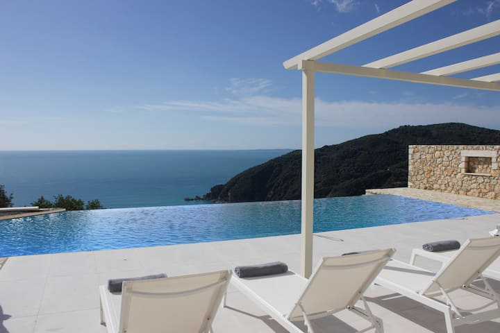 Villa Horizon Blue -Parga Villas Collection
