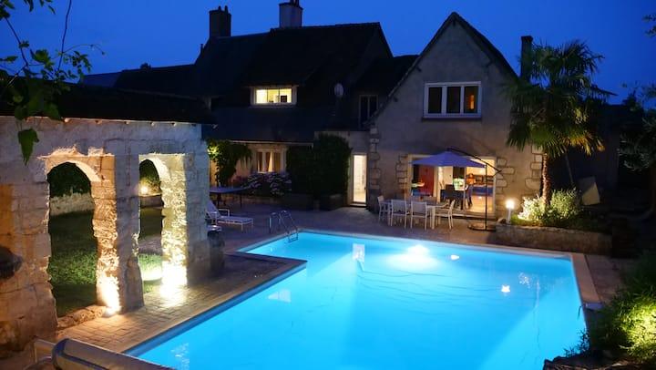 Maison familiale avec piscine privée en Touraine