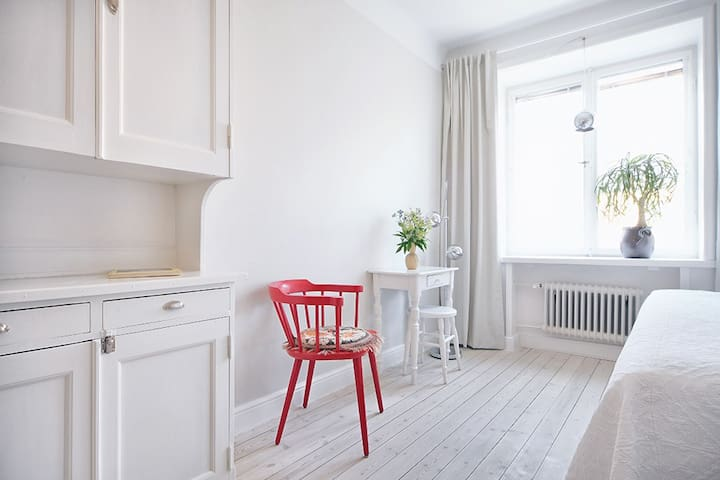 Central bright studio in calm area nearby SoFo - Stockholm - Leilighet