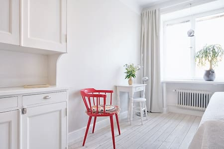 Central bright studio for 1-2p in calm area - Stockholm - Apartmen
