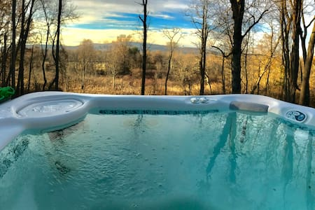 Spectacular View, Walk to Village, Outdoor Hot Tub