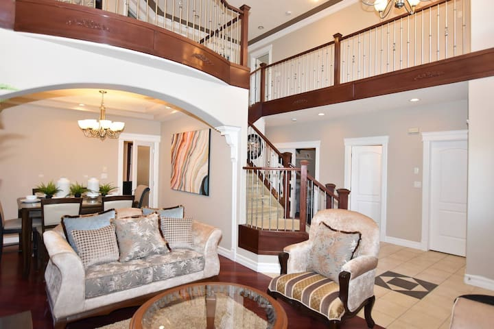SPACIOUS 8 BDRM MANSION HOME IN SUMMERSIDE