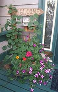 Conveniently located spacious Onalaska Home