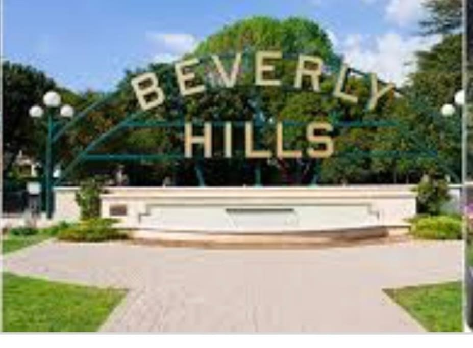 The infamous Beverly Hills signage. 10 min walk from the apt