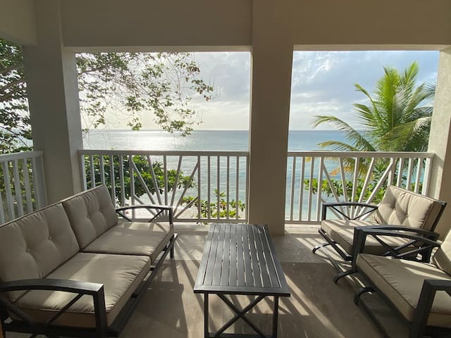 Plombagine Villa- Beachfront, Wifi, AC, BBQ Grill