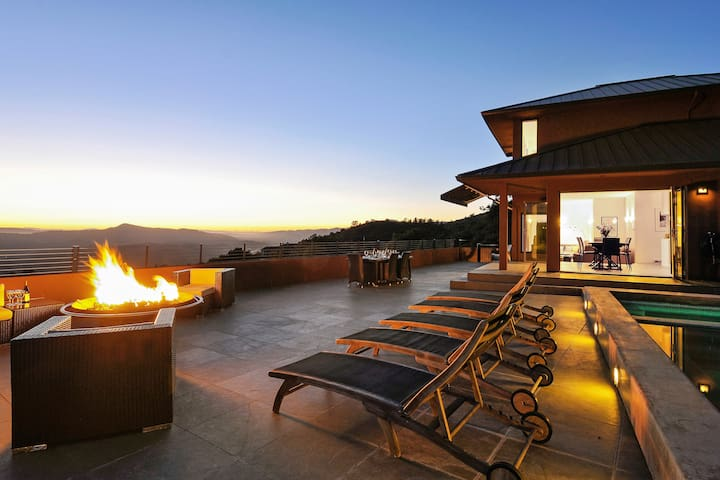 Contemporary Retreat-pool & firepit - Glen Ellen