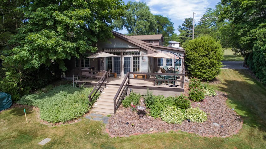 Lake Living and Sunsets over Owasco - Auburn - Maison