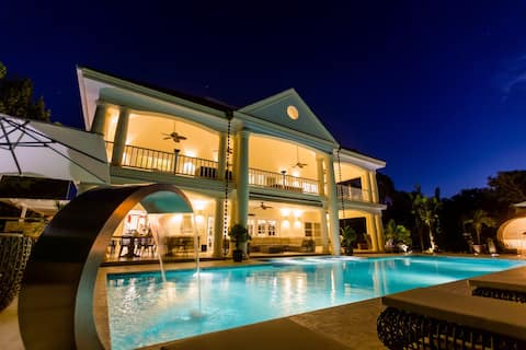 Villa Sunshine - outdoor movie screen, Pool heated