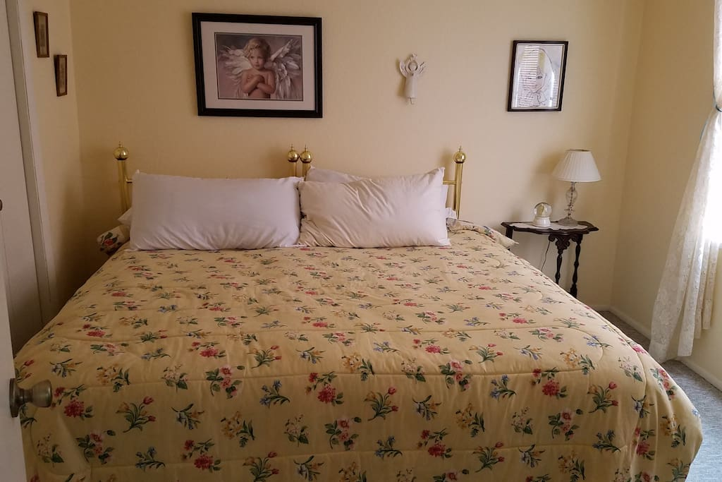Angel room, king size bed