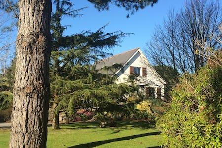 Grande Villa avec tennis en Presqu'ile de Crozon - Lanvéoc - Hus