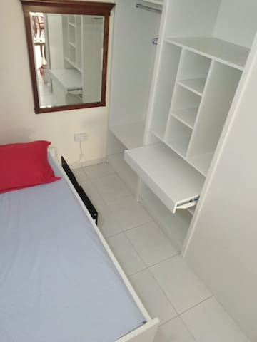 Private Solo Room in Excellent Location (Apt. 406)