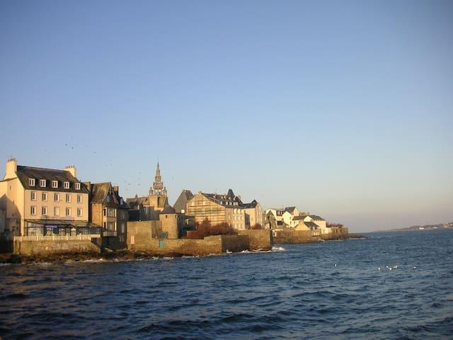 Chambre double vue sur mer, centre ville