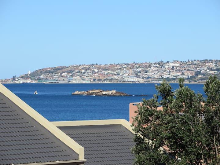 Bob Bouwer Sea-View Apartment