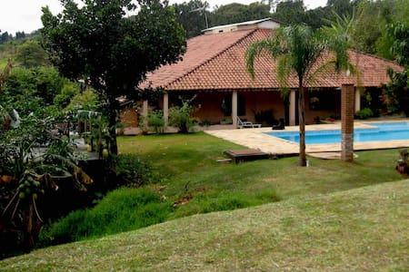 Chácara com casa Grande perto de Itú