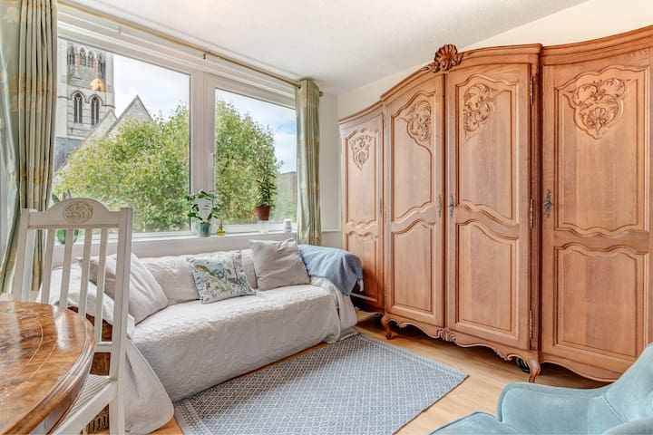 Homely Apartment (w balcony) in Notting Hill for 2 guests!