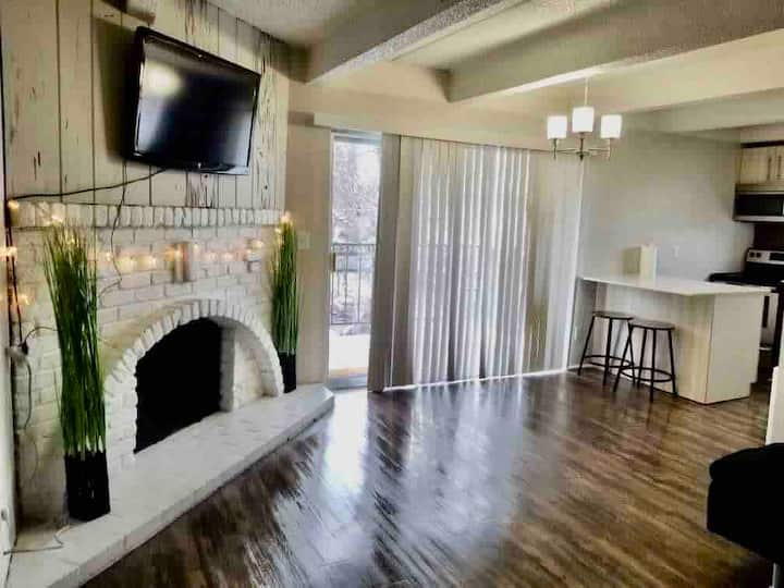 2B2B Monthly Home in the city with Patio&elevator