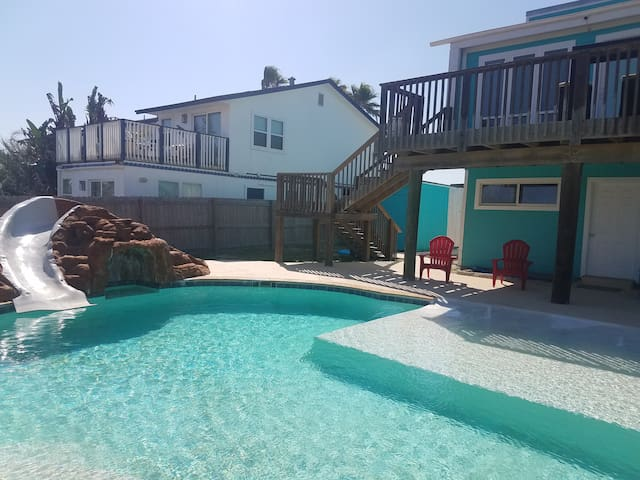 "Casa By The Sea ""Unit B"" *WALK TO BEACH w/ Pool*"
