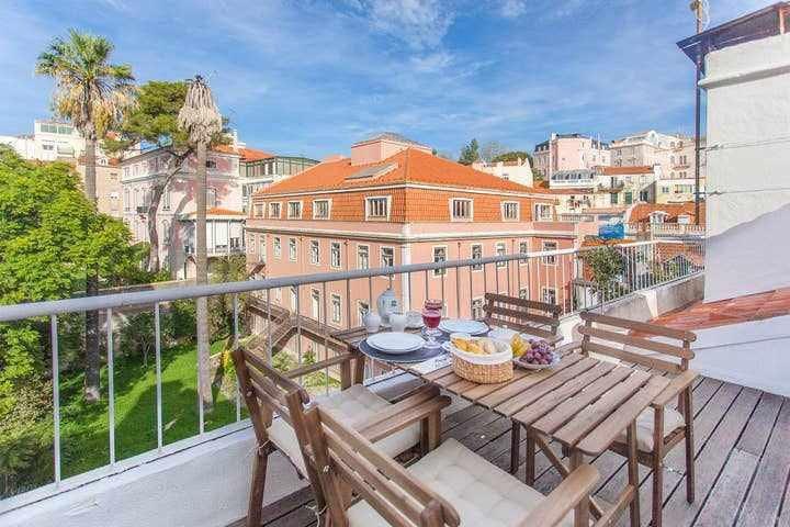 Lisbon UNIQUE - Stunning Apartment with 2 Terraces A/C & Great Views.