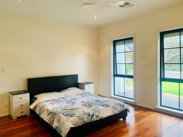 Luxury Ensuit Room in Mawson lakes