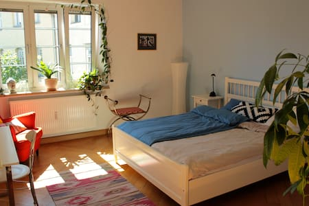 Beautiful bright room close to city center - Munich