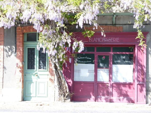 Grande Maison 1900 au coeur du Livradois-Forez - Olliergues - Dům