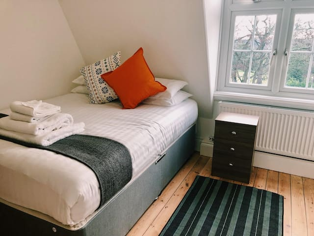 Three-Bedroom Apartment - Hull Serviced Apartments