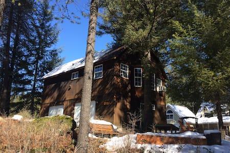 Pineyslope Guesthouse - Elk - Blockhütte