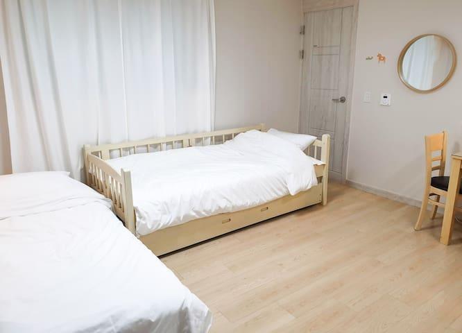 [Julia's Cozy Room] near to Subway