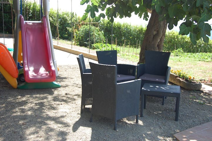 Sitting area in the shade and things for the children
