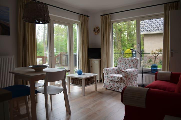 knus nieuw appartement kort bij strand in dorp