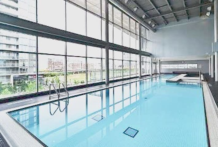 Pool, gym, jacuzzi, and location - Toronto