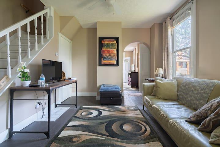 Cozy comfort 2 BR +loft  Children's Hosp& Downtown