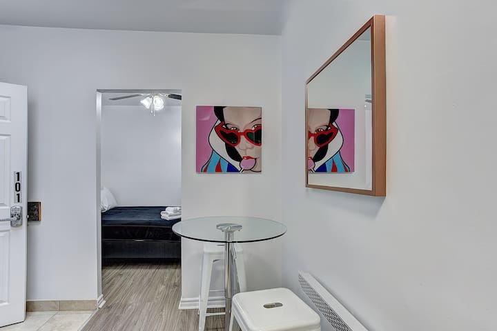 DS - Modern Studio - Downtown Montreal #101 🌈  Monthly Rental Available