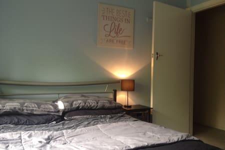 Bedroom #3 - FREE PANCAKES!!! - Bayswater