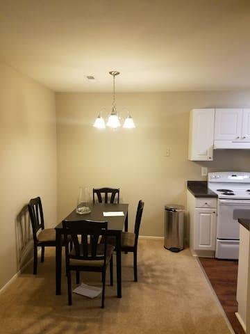 Cozy 2 bdrm with prking/elem school - Laurel - Apartament