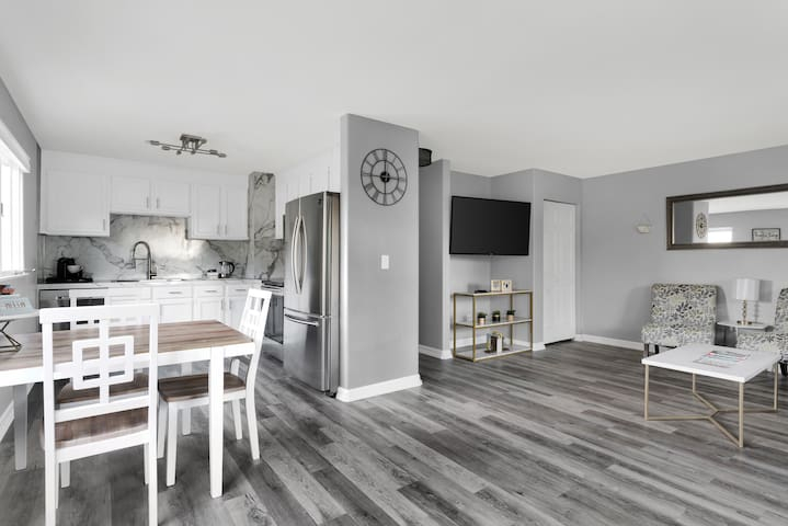 New remodeled unit next to Downtown at Westchester