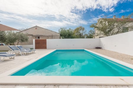 House Olive with garden and private pool 30m2