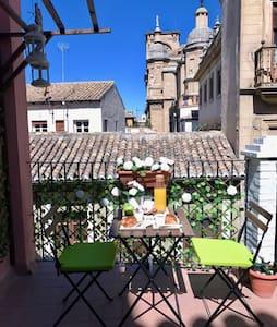 Estudio Catedral Con Terraza - Granada - Osakehuoneisto