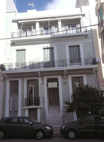 Charming neoclassical flat - Πειραιάς, GR - Leilighet