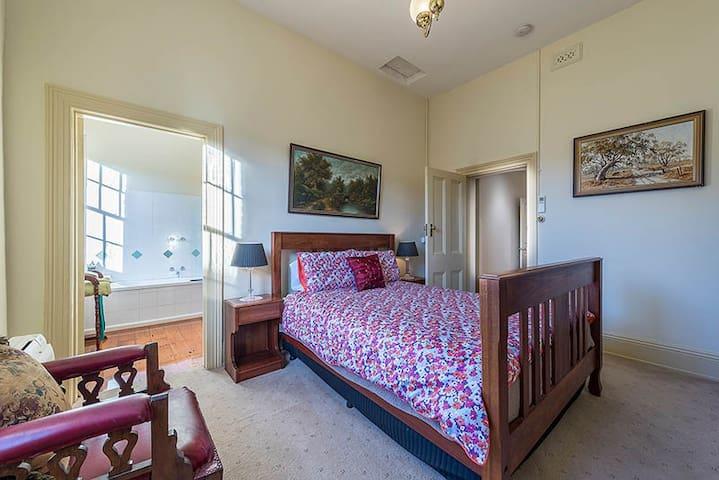 Jarrah Room, Bairnsdale Bed and Breakfast