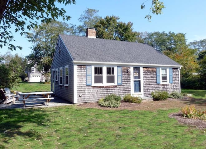 Quaint and Picturesque Home on Town Cove - Orleans - Holiday home