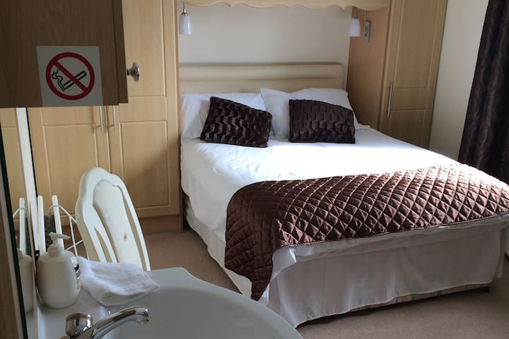 Large Double Room | Self-catering | Period Home - County Down - Bed & Breakfast
