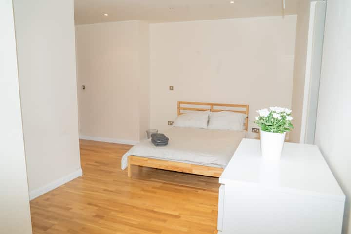 Spacious & lovely apartment in a perfect location
