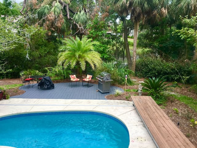 Spacious Island Retreat House with pool