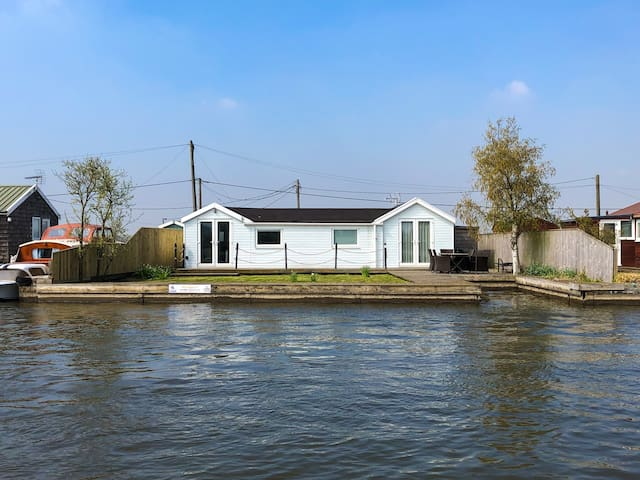 Woodstock, on the banks of the River Bure in Potter Heigham